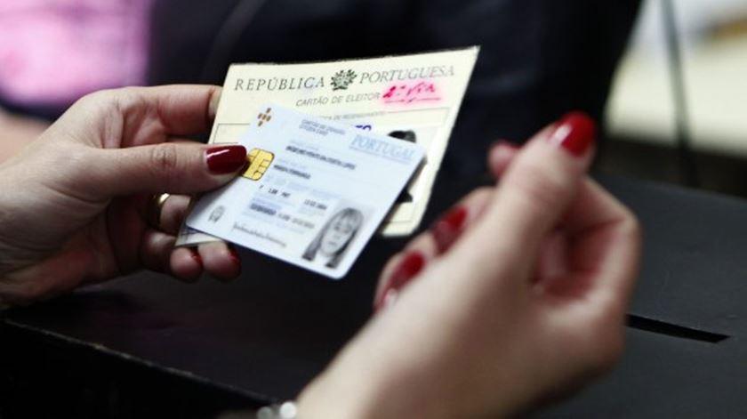 Resultado de imagem para Governo apela a emigrantes para responderem à notificação de recenseamento