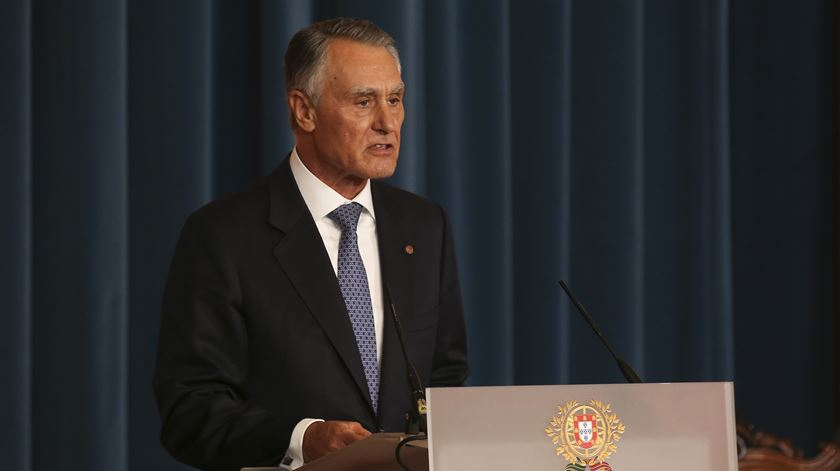 """Cavaco dá posse ao Governo apesar de dúvidas """"não totalmente dissipadas"""""""
