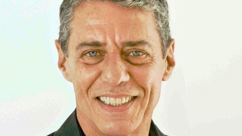Chico Buarque lança novo livro em novembro