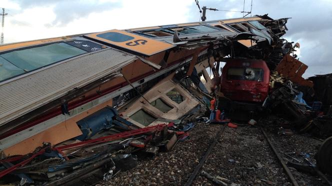 Falta de aderência entre rodas e carril na origem da colisão de comboios