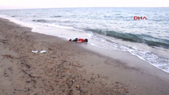 Refugiados. Quanta estatística carrega uma criança afogada numa praia?