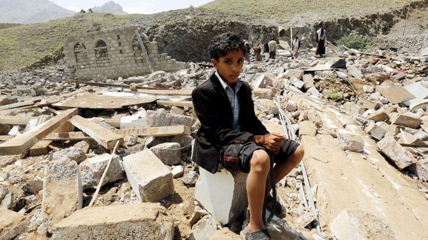"""Francisco segue """"com grande preocupação"""" a crise humanitária no Iémen"""