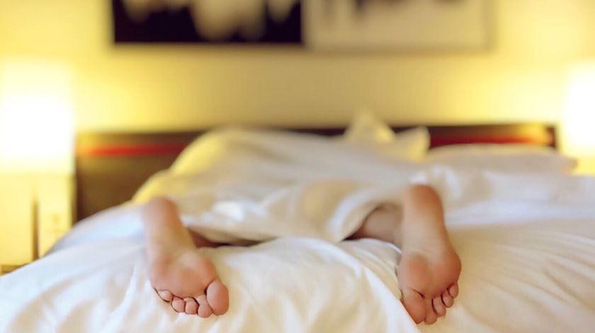 Pais privados do sono até seis anos após o nascimento do primeiro filho