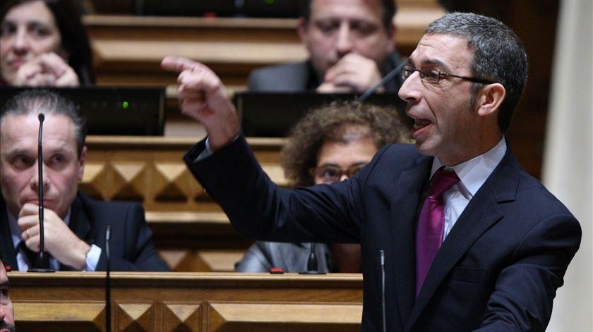 PSD quer descer IVA na eletricidade, mas com medidas para compensar perda de receita