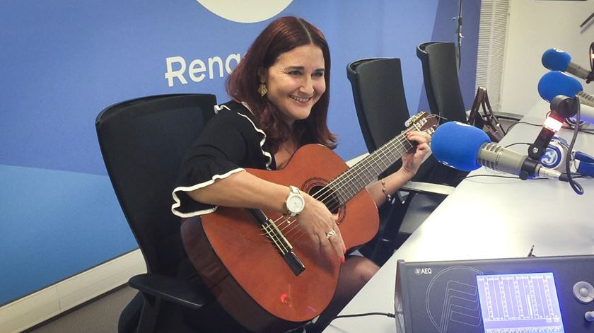 """Embaixadora cubana canta """"Guantanamera"""" na Manhã da Renascença"""