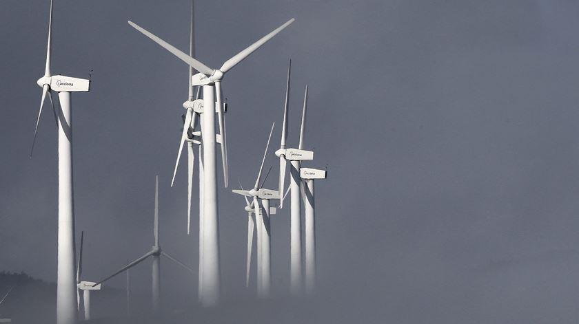 Mudança global para energias renováveis pode gerar 65 milhões de empregos