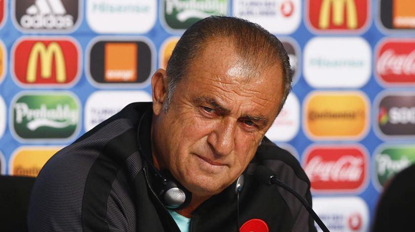 """Fatih Terim ataca arbitragem: """"UEFA trata Liga Europa como uma enteada"""""""