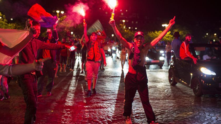 Paris. Festa portuguesa marcada por confrontos com a polícia