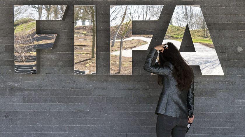 """Medidas da FIFA e da UEFA são """"confusas e tardias"""". Lúcio Correia teme aumento do fosso entre grandes e pequenos"""