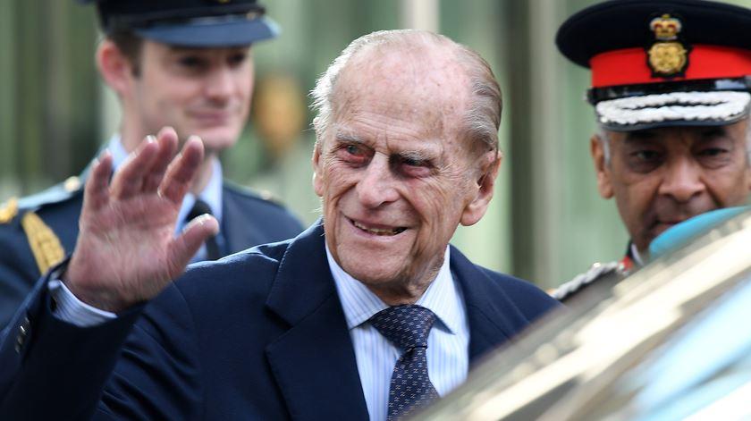 Marido da Rainha Isabel II retira-se da vida pública no Outono