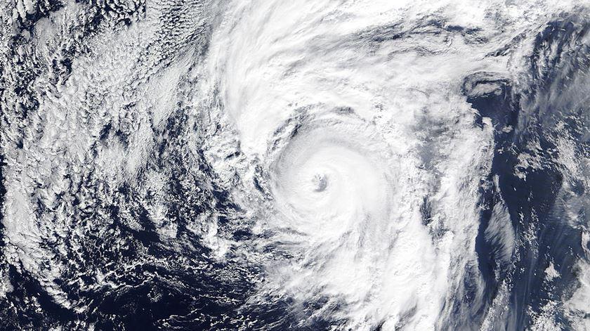 Imagem de satélite da NASA, captada ao início da tarde