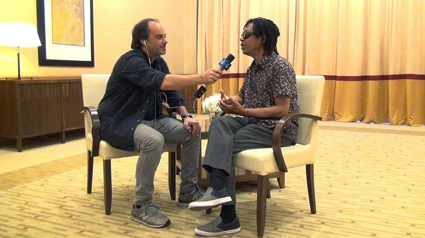 """Djavan em entrevista: """"O violão fez-me trocar o futebol pela música"""""""