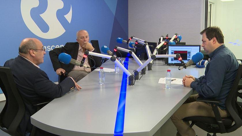 Fora da Caixa - Direita francesa a votos e Merkel - 23/11/16