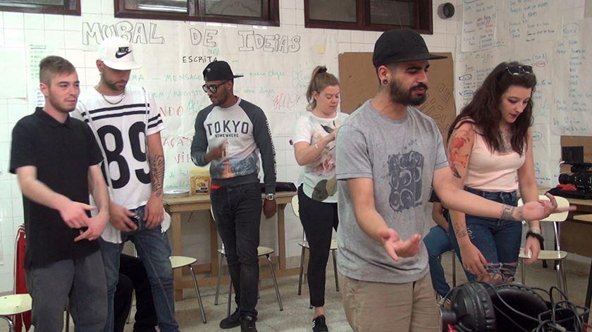 O rap contra o preconceito. Jovens do bairro do Cerco actuam no Rivoli