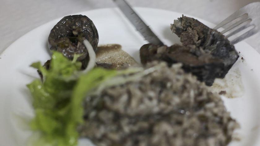 """Poluição no Tejo. Restaurante """"A Lena"""""""