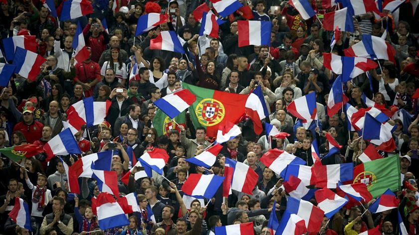Desta vez, as bandeiras a esvoaçar vão ser dos dois países. Foto: DR