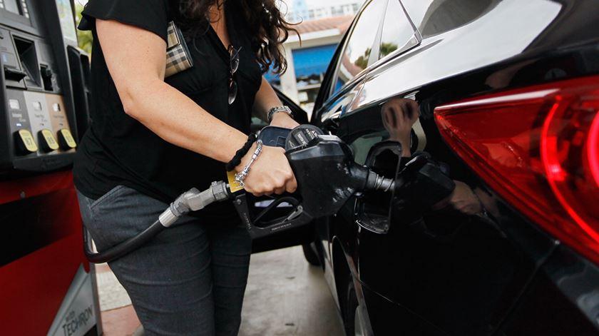 Combustíveis descem pela sexta semana consecutiva
