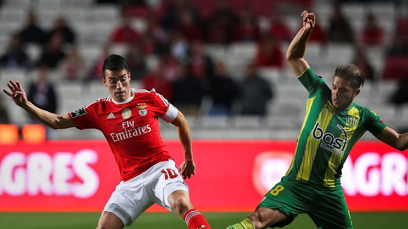 Benfica fecha porta a regresso de Gaitán