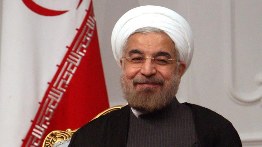 Irão. Rohani põe fim aos limites à pesquisa e desenvolvimento nuclear