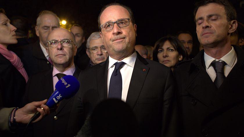 "Hollande. ""Foi um acto de guerra do Estado Islâmico"""