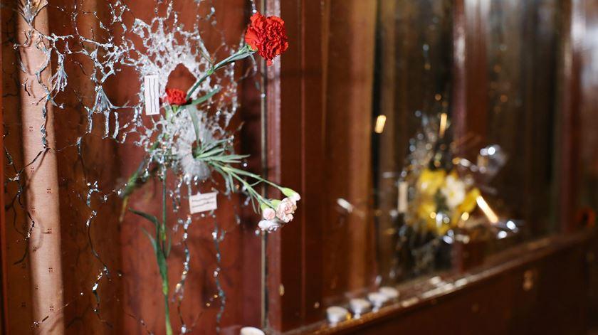 Homenagens e reacções. Paris e o mundo, dois dias depois dos atentados