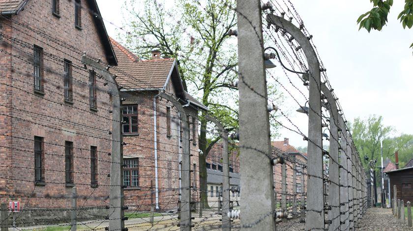 Chanceler Angela Merkel visita Auschwitz pela primeira vez em 14 anos