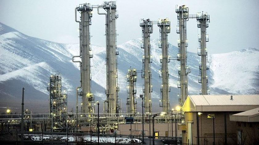 Israel acusa Irão de desenvolver armas nucleares em instalações secretas