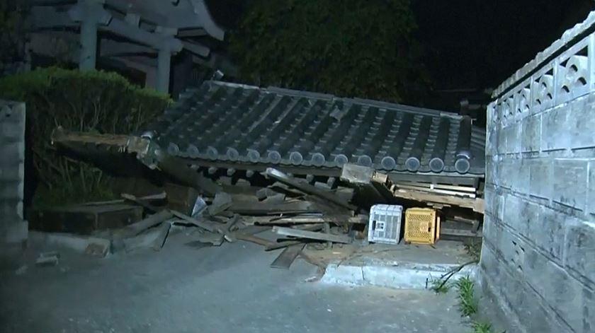 Colapso de edifícios, destruição e pânico. Os sismos no Japão em imagens