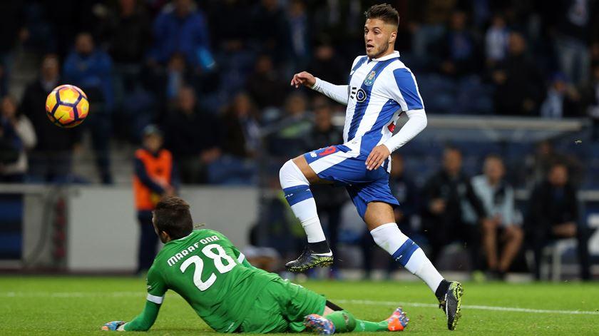 Rui Pedro a mostrar dotes de goleador. Foto: José Coelho/Lusa