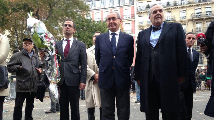 Renascença em Paris. Homenagem em português à porta do Bataclan