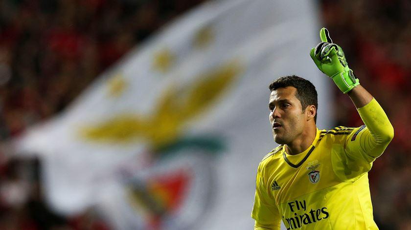 Júlio César ainda acredita que o Benfica estará nos oitavos de final da Champions