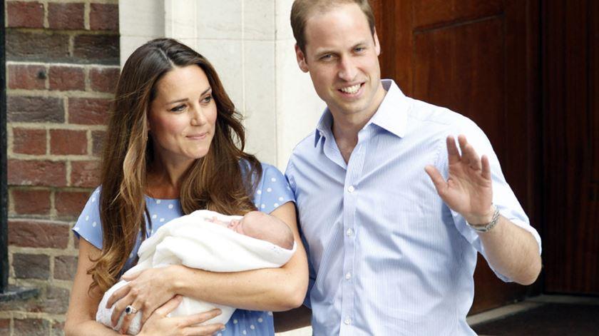 Kate e William mostram bebé real