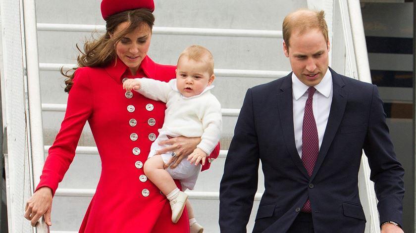 """Príncipe William e Kate """"muito entusiasmados"""" com segunda gravidez"""