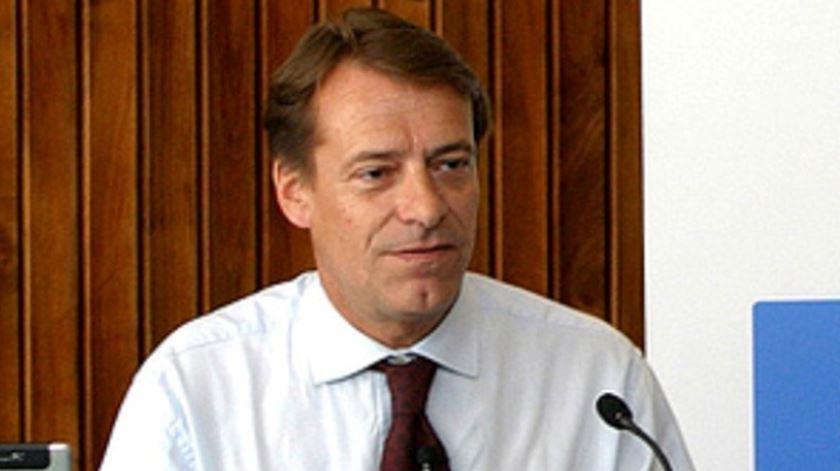 Direção do Benfica esclarece que propôs AG parcialmente virtual
