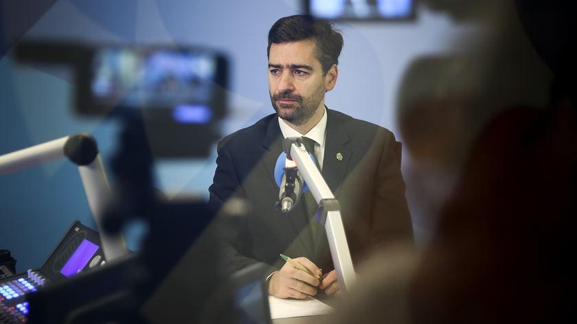 Pedro Madeira Rodrigues envergonhado com os acontecimentos das últimas horas. Foto: Joana Bougard/RR