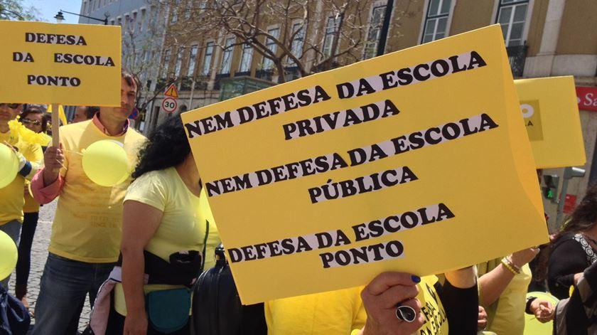 Milhares manifestam-se em defesa dos contratos de associação