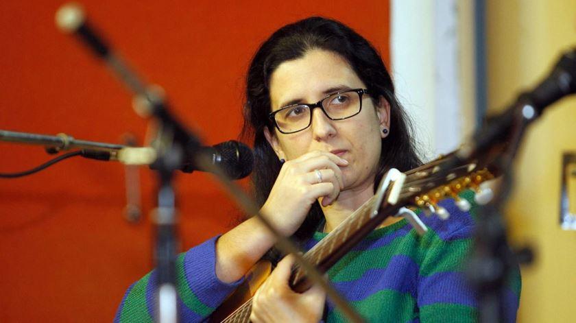 Maria Durão é vocalista dos Simplus e trabalha no Vale de Acór, onde encara a misericórdia todos os dias. Foto: Simplus