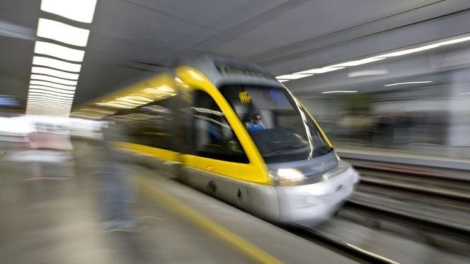 Metro do Porto passa a circular toda a noite aos fins-de-semana