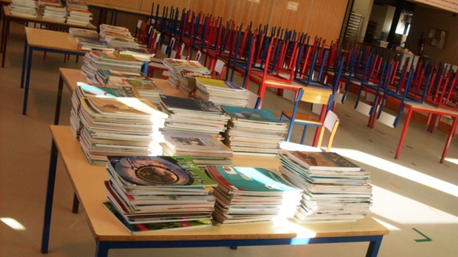 Livros escolares passam de mão em mão