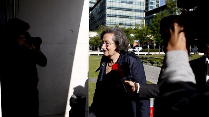 """Ex-ministra nega favorecimento e justifica contratação com """"falta de juristas"""""""