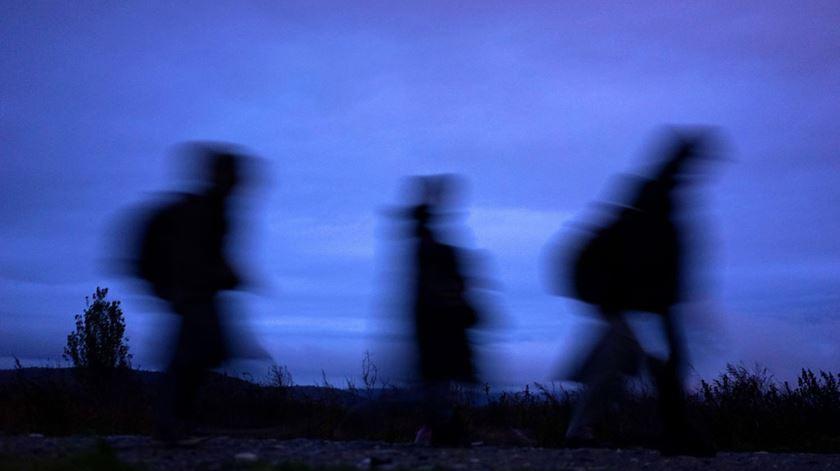 """Estes """"peregrinos"""" farão a rota dos refugiados em sentido inverso. Foto: EPA"""