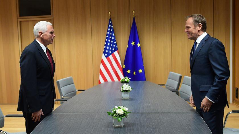 Pence em Bruxelas redefine relações transatlânticas