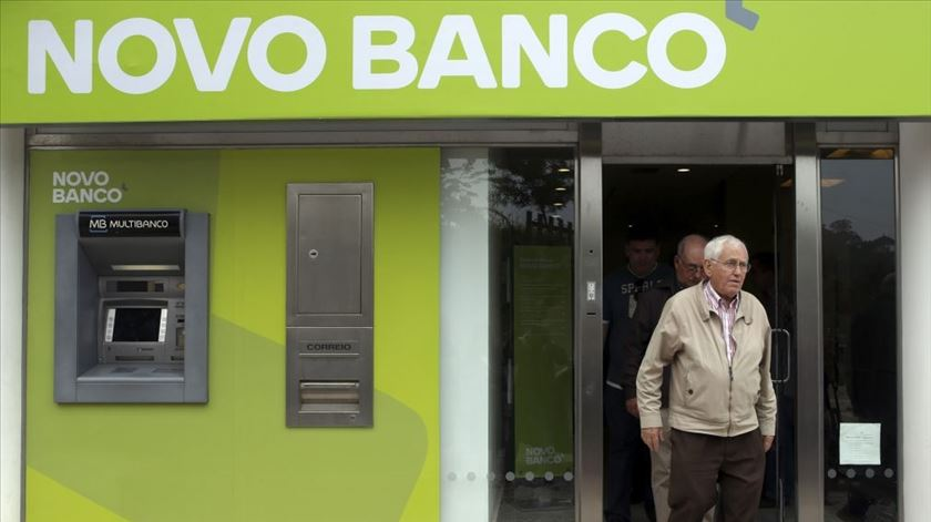 Resgate do Novo Banco atira défice para 0,8% do PIB no 1.º semestre deste ano