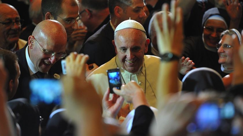 O Papa Francisco participa num encontro inter-religioso na catedral de Sarajevo, na Bósnia. Foto: Luca Zennaro/EPA