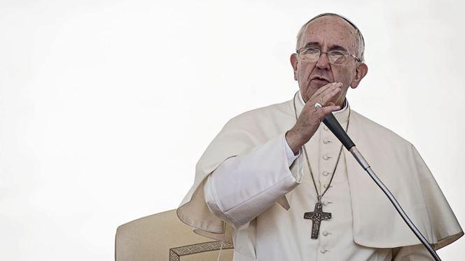 """Papa diz """"não"""" a uma economia de corrupção e à idolatria do dinheiro"""