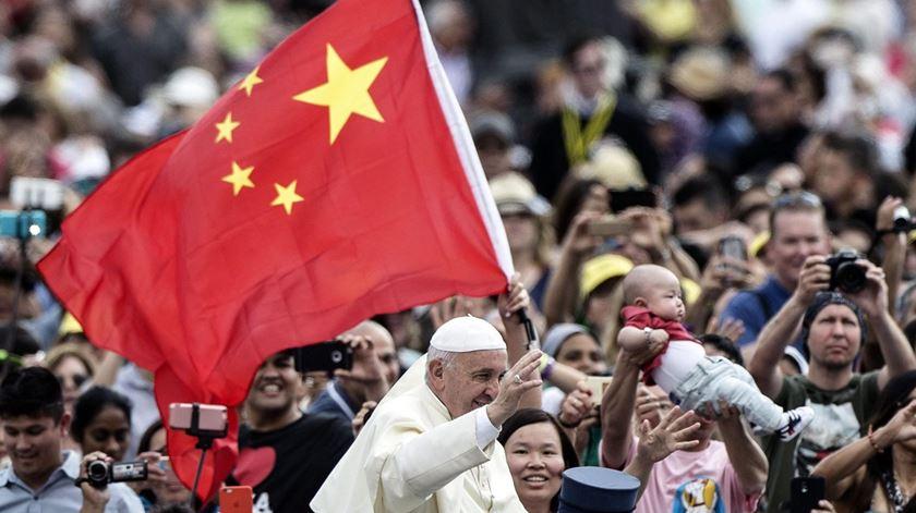 Papa emociona-se com presença de bispos chineses no sínodo sobre os jovens