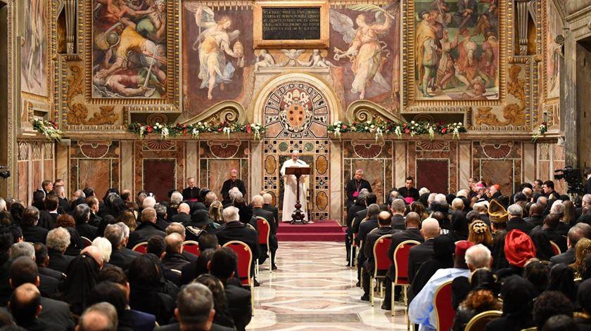 Papa pede colaboração entre líderes religiosos e políticos para combater terrorismo