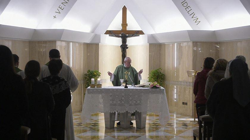 Francisco celebra missa em Santa Marta. Foto: L