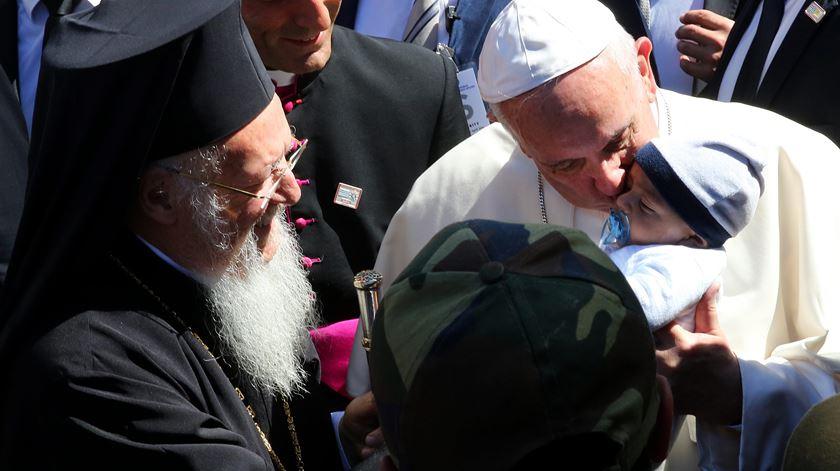 Desenhos para guardar, pedidos de ajuda e emoção. O Papa entre os refugiados