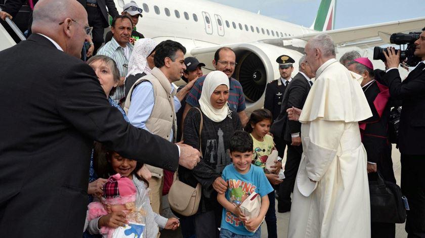 """Papa e refugiados sírios já estão em Roma. """"Tudo foi feito de acordo com as regras"""""""